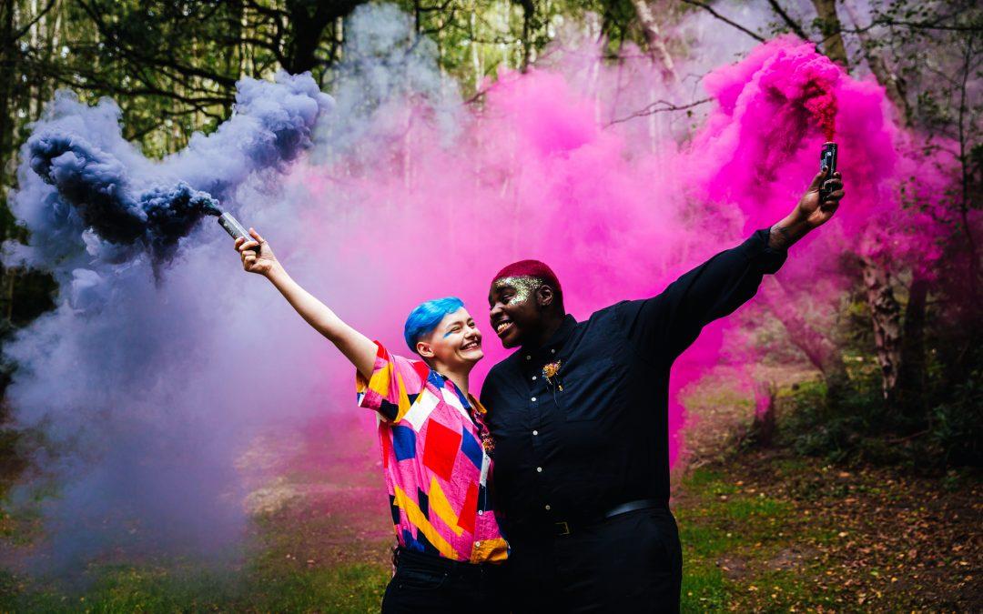 Wedding Smoke Bombs – How To Rock Colourful Wedding Photos!