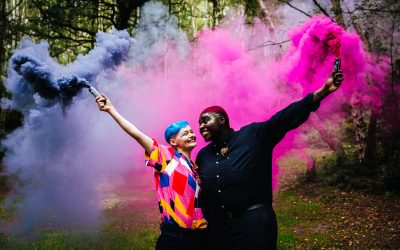Wedding Smoke Bombs – How To Rock Colourful Wedding Photos!